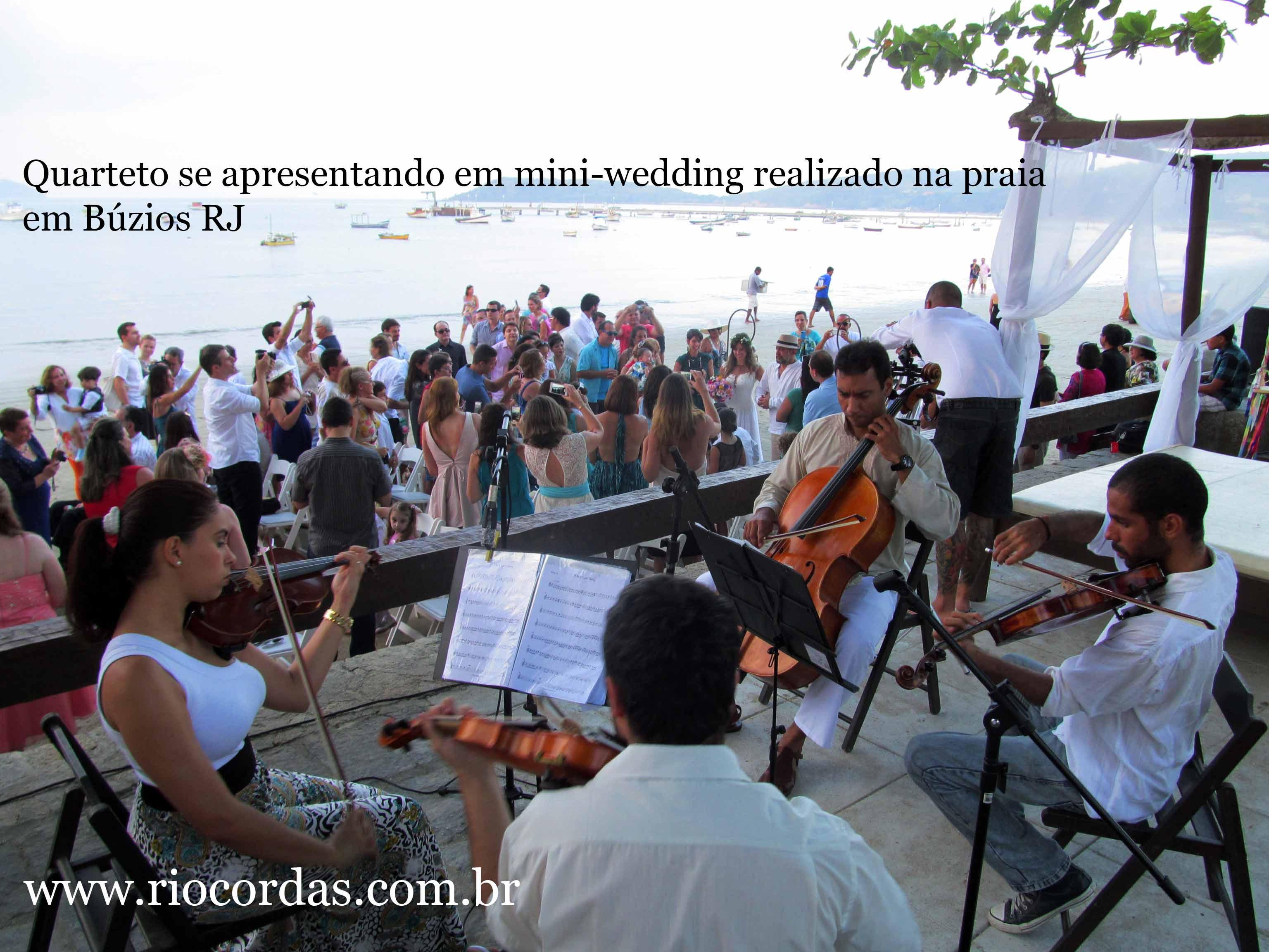 Quarteto de cordas em casamento na praia, na cidade de Búzios -RJ