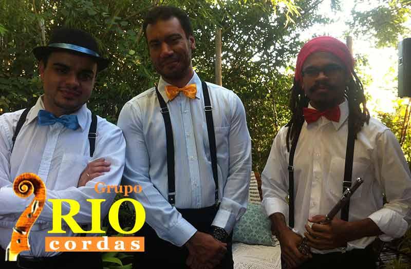 musicos_vestidos_a_carater